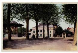 SAINT AMAND MONTROND - La Place Carrée - Saint-Amand-Montrond