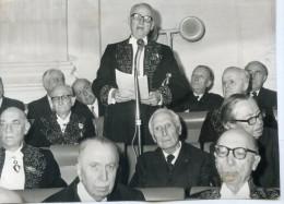 photo originale de presse  - ACADEMICIEN  - le  DUC DE CASTRIES sous la coupole en 1973