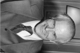 photo originale de presse  - ACADEMICIEN  -  FELICIEN MARCEAU  , ecrivain sc�nariste , acad�micien , texte au dos