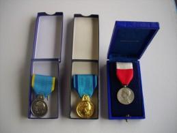 Lot De Trois Medailles Tres Bon Etat - Médailles & Décorations