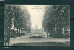 BRUXELLES: Parc Et Place Royale, Niet Gelopen Postkaart  (GA17820) - Parks, Gärten