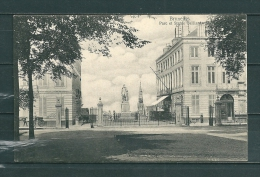 BRUXELLES: Parc Et Statue Belliard, Niet Gelopen Postkaart (GA17947) - Forêts, Parcs, Jardins