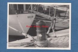 Carte photo format CPSM - CANNES - Enfant sur le port - voir bateau