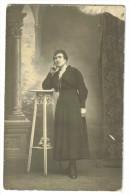 """Carte Postale Photo Ancienne    """"femme Accoudée à Une Selette"""" - Fotografía"""