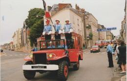 Mayenne :  LAVAL : Le Garde Au Drapeau Des  Sapeurs Pompiers De La  Mayenne - Laval