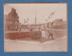 Photo ancienne d�but 1900 - SAINT VALERY en CAUX - P�cheurs et leur bateau au port - TOP RARE