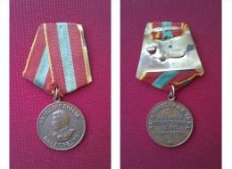 """Médaille """"Pour Valiant Travail Dans La Grande Guerre Patriotique 1941-1945"""" - Russia"""