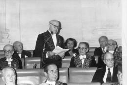 Photo Originale De Presse - ACADEMICIEN  : GEORGES DUMEZIL   Sous La Coupole En 1979  Et  FAURE . WOLFF . ROUSSIN . - Célébrités