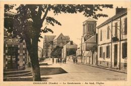 85 CHALLANS - La Gendarmerie - Au Fond L'église - Challans