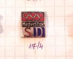 SD MEDVESCAK - Zagreb( Croatia ) Yugoslavia / FC, Football, KK Basketball, Hockey, Water Polo, Handball CLUB OLIMPICS - Football