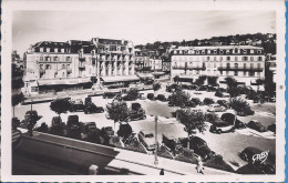 --  14 --  TROUVILLE -DEAUVILLE-- PLACE MARECHAL FOCH -- CARTE PHOTO  -- BELLES VOITURES ANCIENNES - Trouville