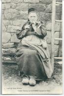 Cpa Guémené - Vieille Femme Fumant La Pipe . - Guemene Sur Scorff