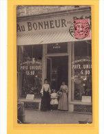 VICHY (03) / COMMERCES /DEVANTURES / CARTE-PHOTO / Chapellerie Au Bonheur Des Dames / Animation - Vichy