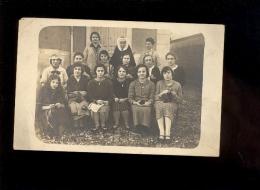 Carte Photo école De Filles Groupe De Jeune Femmes Et Bonne Soeur  Tricot Knitting - Photographie
