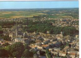 Fontenay-le-Comte.. Belle Vue Aérienne De La Ville.. L'Eglise Notre-Dame - Fontenay Le Comte