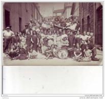 CARTE PHOTO D'UN GROUPE DE MUSICIENS MARTIKITI JAZZ DANS UN VILLAGE A IDENTIFIER - Musique Et Musiciens