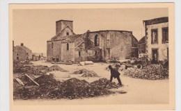 BAZEILLES - N° 310 - LA PLACE DE L' EGLISE AU LENDEMAIN DE LA BATAILLE AVEC PERSONNAGE - Other Municipalities