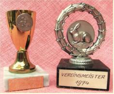 2 X Pokal Kaninchen-Zucht-Verein  -  Vereinsmeister / Satin Club Schau - Ca. 13 Cm Und 11,5 Cm Länge  -  Von 1974 / 1982 - Vereinswesen