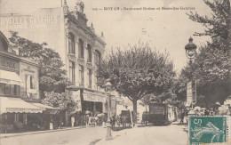 CPA - Royan - Boulevard Botton Et Nouvelle Galeries - Royan