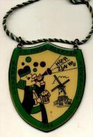 Koksijde - Karnaval 1984 - K.V. Hoge Blekker - Hier Zijn Wij - Plaqette In Goudkleurig Metaal - Carnaval