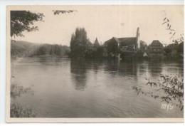 19 - BEAULIEU Sur Dordogne - La Dordogne Et L'église Des Pénitents - France