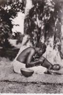 CPSM HAUTE VOLTA KOUDOUGOU LAVEMENT CHEZ LES MOSSI PRATIQUE SUR ENFANT 1957 - Burkina Faso