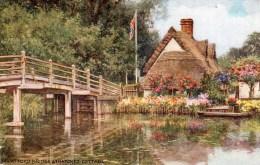 Postcard - Flatford Bridge & Thatched Cottage, Suffolk. 4239