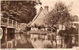 Postcard - Flatford Bridge & Thatched Cottage, Suffolk. 66115