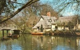 Postcard - Flatford Bridge & Thatched Cottage, Suffolk. FWP055