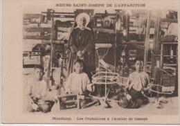 MANDALY  LES  LES L'ORPHELINES  A L4ATELIER DE TISSAGE - Myanmar (Birma)