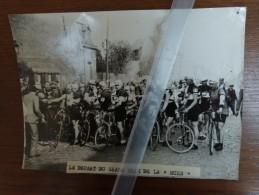 D72  La Suze- Ancien  Photo De Presse -Depart Du Grand Prix  Velo Wielrennen Cyclisme - France
