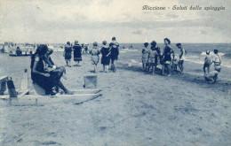 CARTOLINA D'EPOCA DI RICCIONE SALUTI DALLA SPIAGGIA ANNI 20  VIAGGIATA NEL 1927 - Rimini