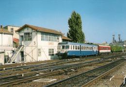 CPM LE RAIL USSELLOIS N° 568 Autorail X 2864 Et XR 6100 SAINTES 17 - Estaciones Con Trenes