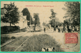 Auverse - Maine Et Loire -  Route De Noyant - Gare - Animée - Saumur