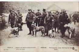 69  AW  CPA Guerre 1914 Depart Des Chiens Ambulanciers Pour Le Front Trés Bon état - Chiens