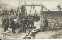 Menen - Ecluse Bateau retirant des �paves avec scaphandriers f�vrier 192