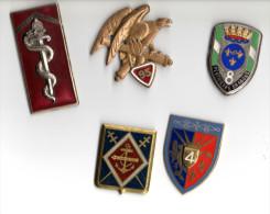 Lot de 5 insignes sans attache (lot 56)