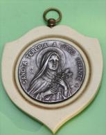 """Gros Pendentif De Berceau """"Sainte Thérèse De L´Enfant Jésus"""" Lisieux - (ivoire ?) Et Métal Argenté - Religious Pendant - Godsdienst & Esoterisme"""