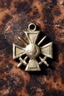 """Petite m�daille d�coration """"Croix de Guerre"""" � identifier"""
