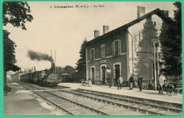 Vernantes   - Maine Et Loire -  La Gare - Animée Avec Convoi - Saumur