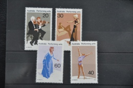 O 186  ++ AUSTRALIA 1977 ART DANCING SINGING ++ MNH - NEUF - POSTFRIS - 1980-89 Elizabeth II