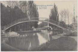 CPA  Chalons-sur-Marne  La Passerelle Dans Le Jard - Châlons-sur-Marne