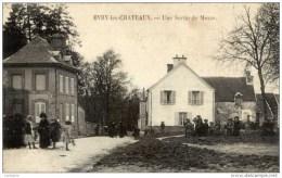 77 -EVRY-les-CHATEAUX-  Une Sortie De Messe- Animée - Other Municipalities