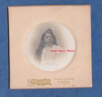 Photo Ancienne Début 1900 - SAINT JUNIEN ( Haute Vienne ) - Jeune Fille De La Commune - Photographie Mesiere - Pendentif - Photos