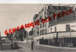 92 - COURBEVOIE - LE BOULEVARD DE VERDUN - CAFE TABAC  CAFE DU PROGRES - GARDIEN POLICE - Courbevoie