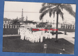Photo Ancienne - DOUALA ( Cameroun ) - Cérémonie Militaire Prés Du Monument - Tirailleurs - Régiment Colonial - Guerre, Militaire