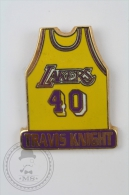 Los Angeles Lakers Shirt - Travis Knight - Pin Badge #PLS - Baloncesto