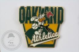 Oakland Athletics - Warner Bros. Daffy Duck - Pin Badge #PLS - Béisbol