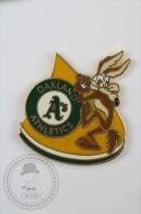 Oakland Athletics - Warner Bros. Wild Coyote - Pin Badge #PLS - Béisbol