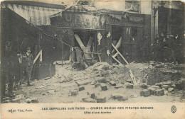 CPA  LES ZEPPELINS SUR PARIS  CRIMES ODIEUX ...EFFET D'UNE BOMBE  GUERRE  SCANS RECTO VERSO - Oorlog 1914-18